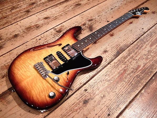【TB Guitarworks/SESSIONMASTER】ストラトとセミアコの融合以上に多彩な音色を実現