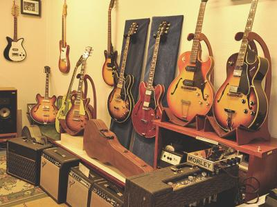 """CLOUD 9"" Vintage Guitars"