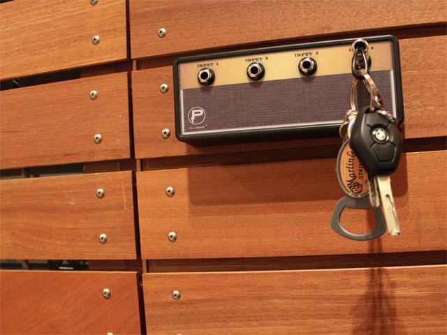 """Pluginz """"Legato"""" Jack Rack with 4 keychains"""
