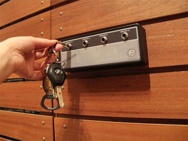 "Pluginz ""Vintage"" Jack Rack With 4 Keychains"